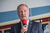 Alexander Kaczmarek (im Bild), Konzernbevollmaechtigter der DB AG und Peter Buchner, Vorsitzender der Geschaeftsfuehrung der S-Bahn stellten am Mittwoch den 18. Juli 2018 die Qualitaetsoffensive der S-Bahn Berlin vor.<br /> Es sollen mehr als 30 Millionen Euro investiert werden um die Infrastruktur zu modernisieren und zusaetzliche Fahrzeugfuehrer ausgebildet werden.<br /> 18.7.2018, Berlin<br /> Copyright: Christian-Ditsch.de<br /> [Inhaltsveraendernde Manipulation des Fotos nur nach ausdruecklicher Genehmigung des Fotografen. Vereinbarungen ueber Abtretung von Persoenlichkeitsrechten/Model Release der abgebildeten Person/Personen liegen nicht vor. NO MODEL RELEASE! Nur fuer Redaktionelle Zwecke. Don't publish without copyright Christian-Ditsch.de, Veroeffentlichung nur mit Fotografennennung, sowie gegen Honorar, MwSt. und Beleg. Konto: I N G - D i B a, IBAN DE58500105175400192269, BIC INGDDEFFXXX, Kontakt: post@christian-ditsch.de<br /> Bei der Bearbeitung der Dateiinformationen darf die Urheberkennzeichnung in den EXIF- und  IPTC-Daten nicht entfernt werden, diese sind in digitalen Medien nach &sect;95c UrhG rechtlich geschuetzt. Der Urhebervermerk wird gemaess &sect;13 UrhG verlangt.]