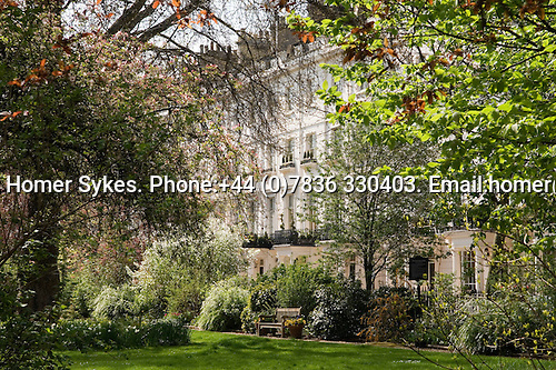 Chester Square, private gardens.  Belgravia, City of Westminster, London SW1 England. 2006