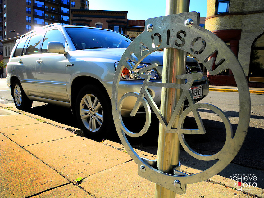 A new bicycle sign on an automobile parking meter.