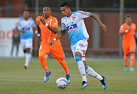 ENVIGADO- COLOMBIA, 4-08-2018.Cristian Arrieta (Izq.) jugador del Envigado disputa el balón con Luis Diaz (Der.) jugador del Atlético Junior durante partido por la fecha 3 de la Liga Águila II 2018 jugado en el estadio Polideportivo Sur de la ciudad de Medellín. /Cristian Arrieta (L) player of Envigado fights for the ball with Luis Diaz (R) player of Atletico Junior during the match for the date 3 of the Liga Aguila II 2018 played at Polideportivo Sur stadium in Medellin  city. Photo: VizzorImage / Leon Monsalve/ Contribuidor