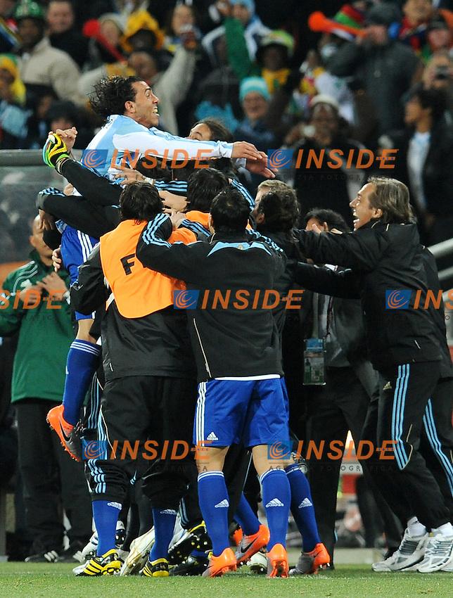 Carlos Tevez (Argentina) festeggia il suo gol del 3-0<br /> Argentina Messico 3-1 - Argentina vs Mexico 3-1<br /> Campionati del Mondo di Calcio Sudafrica 2010 - World Cup South Africa 2010<br /> Soccer City Stadium, Johannesburg, 27 / 06 / 2010<br /> &copy; Giorgio Perottino / Insidefoto