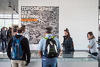 """Ausstellung """"Topographie des Terrors"""" in Berlin.<br /> Die Topographie des Terrors ist ein seit 1987 bestehendes Projekt in Berlin zur Dokumentation und Aufarbeitung des Terrors in der Zeit des Nationalsozialismus in Deutschland insbesondere waehrend der Herrschaftszeit von 1933 bis 1945.<br /> Im Mittelpunkt der Dauerausstellung """"Topographie des Terrors. Gestapo, SS und Reichssicherheitshauptamt in der Wilhelm- und Prinz-Albrecht-Straße"""" stehen die zentralen Institutionen von SS und Polizei im """"Dritten Reich"""" sowie die von ihnen europaweit veruebten Verbrechen.<br /> Auf dem Gelaende der """"Topographie des Terrors"""" unweit des Potsdamer Platzes, befanden sich von 1933 bis 1945 die wichtigsten Zentralen des nationalsozialistischen Terrors: das Geheime Staatspolizeiamt mit eigenem """"Hausgefaengnis"""", die Reichsfuehrung-SS, der Sicherheitsdienst (SD) der SS und waehrend des Zweiten Weltkriegs auch das Reichssicherheitshauptamt.<br /> 27.9.2016, Berlin<br /> Copyright: Christian-Ditsch.de<br /> [Inhaltsveraendernde Manipulation des Fotos nur nach ausdruecklicher Genehmigung des Fotografen. Vereinbarungen ueber Abtretung von Persoenlichkeitsrechten/Model Release der abgebildeten Person/Personen liegen nicht vor. NO MODEL RELEASE! Nur fuer Redaktionelle Zwecke. Don't publish without copyright Christian-Ditsch.de, Veroeffentlichung nur mit Fotografennennung, sowie gegen Honorar, MwSt. und Beleg. Konto: I N G - D i B a, IBAN DE58500105175400192269, BIC INGDDEFFXXX, Kontakt: post@christian-ditsch.de<br /> Bei der Bearbeitung der Dateiinformationen darf die Urheberkennzeichnung in den EXIF- und  IPTC-Daten nicht entfernt werden, diese sind in digitalen Medien nach §95c UrhG rechtlich geschuetzt. Der Urhebervermerk wird gemaess §13 UrhG verlangt.]"""