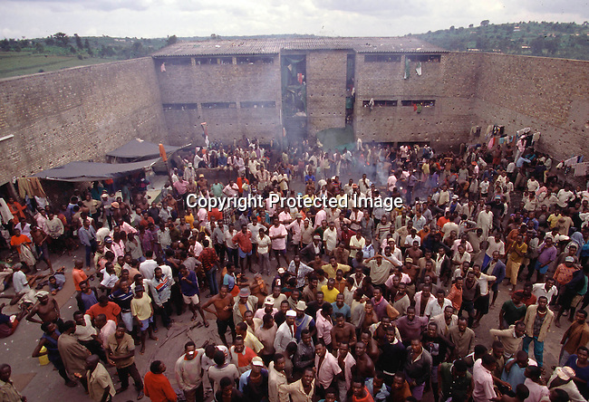 CORWAND35045.Country. Rwanda. Gitarama prison outside Kigali. Crowd of people inside prison accused of genocide crimes of 1994. 4/96..©Per-Anders Pettersson/iAfrika Photos