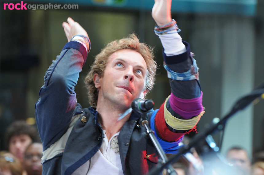 Chris Martin of Coldplay performs at the Today Show Summer Concert Series at Rockefeller Plaza , NYC (06-27-08)