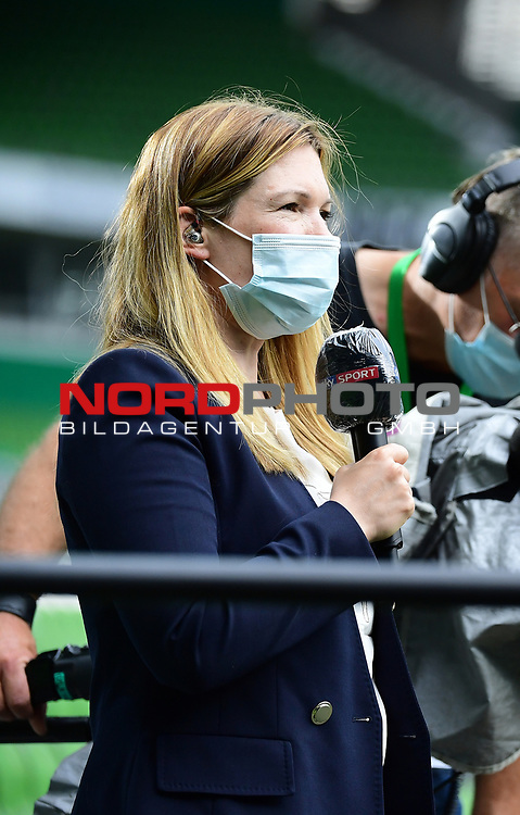 Sky-Moderatorin Jessica Libbertz (geborene Kastrop) mit Mundschutz<br /> Bremen, 27.06.2020, Fussball Bundesliga, SV Werder Bremen - 1. FC Koeln<br /> Foto: VWitters/Witters/Pool//via gumzmedia/nordphoto<br />  DFL REGULATIONS PROHIBIT ANY USE OF PHOTOGRAPHS AS IMAGE SEQUENCES AND OR QUASI VIDEO<br /> EDITORIAL USE ONLY<br /> NATIONAL AND INTERNATIONAL NEWS AGENCIES OUT