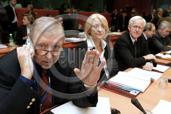 BRUSSELS - BELGIUM - 17 NOVEMBER 2003 -- The General Affairs EU-Council meeting.-- The Slovenian Minister of Foreign Affairs Dimitir RUPEL (L) on the mobile phone (GSM). The Swedish Minister of Foreign Affairs Laila FREIVALDS (L) with Sven-Olof PETTERSSON the Swedish EU-Ambassador. -- PHOTO: JUHA ROININEN / EUP-IMAGES