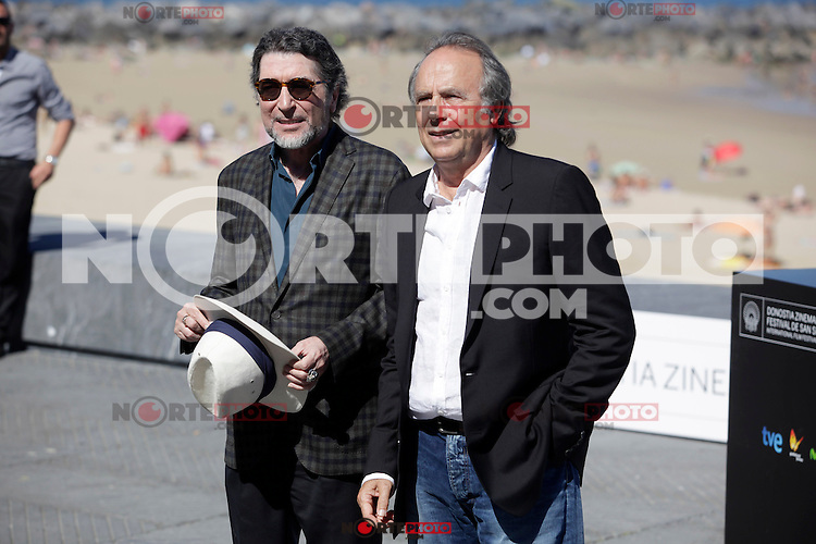 "Spanish singers Joaquin Sabina (L) and Joan Manuel Serrat posse in the pohotocall of ""El símbolo y el cuate"" film presentation during the 61 San Sebastian Film Festival, in San Sebastian, Spain. September 23, 2013. (ALTERPHOTOS/Victor Blanco) /NortePhoto"