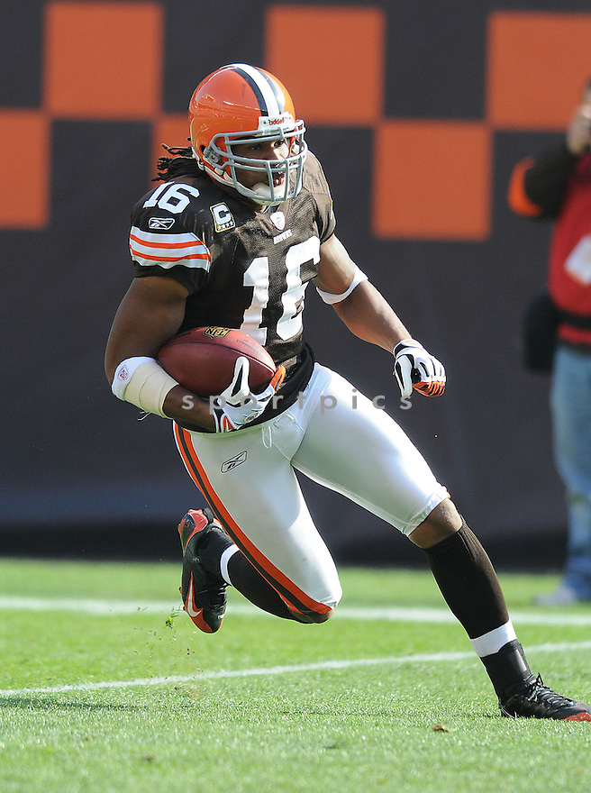 JOSHUA CRIBBS, of the Cleveland Browns, in action against the Baltimore Ravens during the Browns game in Cleveland, Ohio on November 2, 2008. ..Ravens  win 37-27