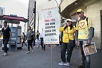 SAO PAULO, SP, 09.09.2013 -  COTIDIANO - SÃO PAULO - CET e Prefeitura fazem campanha para concentizar pedestres na Av Paulista esquina com a Av Brigadeiro Luis Antônio nesta manhã de segunda-feira (09). (Foto: Marcelo Brammer / Brazil Photo Press).