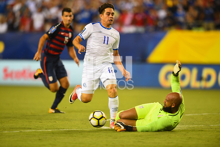 Philadelphia, PA - Wednesday July 19, 2017: Rodolfo Zelaya, Tim Howard during a 2017 Gold Cup match between the men's national teams of the United States (USA) and El Salvador (SLV) at Lincoln Financial Field.