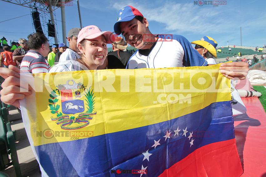 Fans de Venezuela.durante el juego de la Serie del Caribe 2013  de Beisbol,  Venezuela vs Republica Dominicana,  en el estadio Sonora el 1 de febrero de 2013 en Hermosillo.©(foto:Baldemar de los Llanos/NortePhoto)