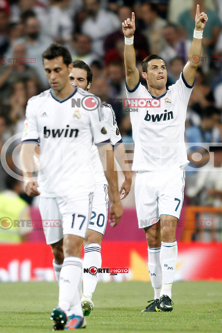 Real Madrid's Ronaldo celebrates his goal  and Barcelona's  during Super Copa of Spain on Agost 29th 2012...Photo:  (ALTERPHOTOS/Ricky) Super Cup match. August 29, 2012. <br />  (foto:ALTERPHOTOS/NortePhoto.com<br /> <br /> **CREDITO*OBLIGATORIO** <br /> *No*Venta*A*Terceros*<br /> *No*Sale*So*third*<br /> *** No*Se*Permite*Hacer*Archivo**<br /> *No*Sale*So*third*