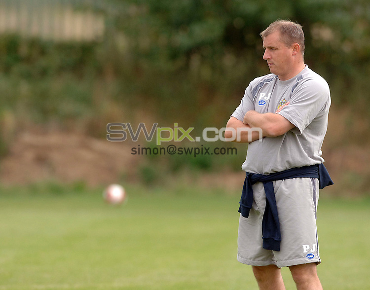 PICTURE BY VAUGHN RIDLEY/SWPIX.COM - Football - Premier League - Wigan AFC Training - Christopher Park, Wigan, England - 17/08/06...Copyright - Simon Wilkinson - 07811 267706...Wigan Manager Paul Jewell at Wigan's training ground, Christopher Park.