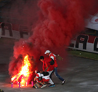 BOGOTA - COLOMBIA - 03-10-2015: Hinchas del Independiente Santa Fe  antes del encuentro con  el Atletico Junior durante partido  por la fecha 15 de la Liga Aguila II 2015 jugado en el estadio Nemesio Camacho El Campin. / Fans  of Independiente Santa Fe   before a match  against of Atletico Junior   during a match for the fifteen date of the Liga Aguila II 2015 played at Nemesio Camacho El Campin stadium in Bogota city. Photo: VizzorImage / Felipe Caicedo / Staff.