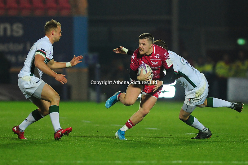 Steff Evans of Scarlets in action during the European Rugby Challenge Cup Round 1 match between the Scarlets and London Irish at Parc Y Scarlets in Llanelli, Wales, UK. Saturday 16th November 2019