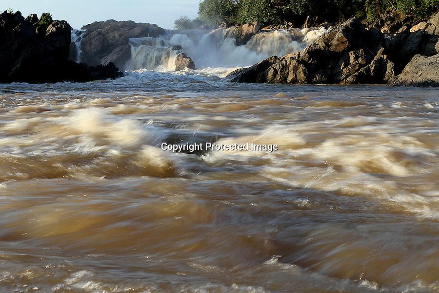 The powerfull flow at Somphanit falls, Khones falls, Laos-2010