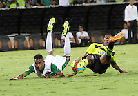 MEDELLIN -COLOMBIA- 15 -12-2013. Accion de juego entre los equipos Atletico Nacional  y Deportivo Cali  , partido de vuelta correspondiente  a la Final de la  Liga  Postobon-2 ,estadio Atanasio Girardot / Action game between Atletico Nacional and Deportivo Cali equipment, leg corresponding to the final of the League Postobon-2, Atanasio Girardot stadium.Photo: VizzorImage / Felipe Caicedo / Staff