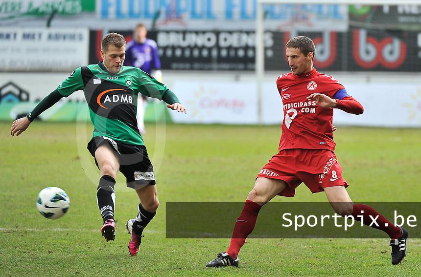 KV Kortrijk - Cercle Brugge : Nebojsa Pavlovic voor Joey Godee (links).foto VDB / BART VANDENBROUCKE