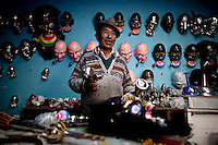 Don Benito, mask maker in his workshop.Just 25 years ago it was a small group of houses around La Paz  airport, at an altitude of 12,000 feet. Now El Alto city  has  nearly one million people, surpassing even the capital of Bolivia, and it is the city of Latin America that grew faster ...It is also a paradigmatic city of the troubles  and traumas of the country. There got refugee thousands of miners that lost  their jobs in 90 ¥s after the privatization and closure of many mines. The peasants expelled by the lack of land or low prices for their production. Also many who did not want to live in regions where coca  growers and the Army  faced with violence...In short, anyone who did not have anything at all and was looking for a place to survive ended up in El Alto...Today is an amazing city. Not only for its size. Also by showing how its inhabitants,the poorest of the poor in one of the poorest countries in Latin America, managed to get into society, to get some economic development, to replace their firs  cardboard houses with  new ones made with bricks ,  to trace its streets,  to raise their clubs, churches and schools for their children...Better or worse, some have managed to become a sort of middle class, a section of the society that sociologists call  emerging sectors. Many, maybe  most of them, remain for statistics as  poor. But clearly  all of them have the feeling they got  for their children a better life than the one they had to face themselves .