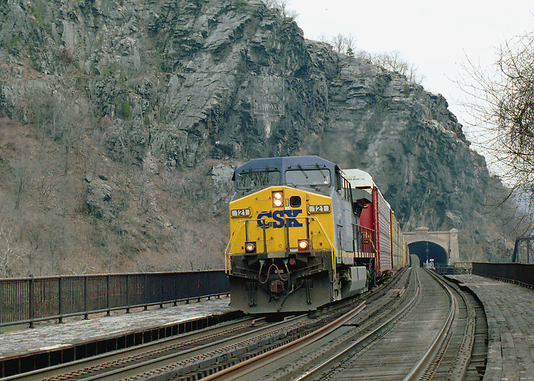 4-27-99.CSX AT HARPERS FERRY WEST VIRGINIA--A CSX freight train passes over the Potomac River from Maryland  on its way to West Virginia..CONGRESSIONAL QUARTERLY PHOTO BY DOUGLAS GRAHAM