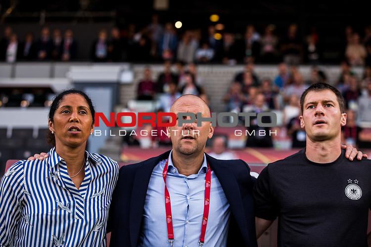 21.07.2017, Koenig Willem II Stadion , Tilburg, NLD, Tilburg, UEFA Women's Euro 2017, Deutschland (GER) vs Italien (ITA), <br /> <br /> im Bild | picture shows<br /> Steffi Jones (Bundestrainerin Deutschland) | Coach Germany mit Markus Hoegner (Co-Trainer DFB Frauen) | Coach Germany und Michael Fuchs (Torwart Trainer DFB Frauen) | Coach Germany<br /> <br /> Foto © nordphoto / Rauch