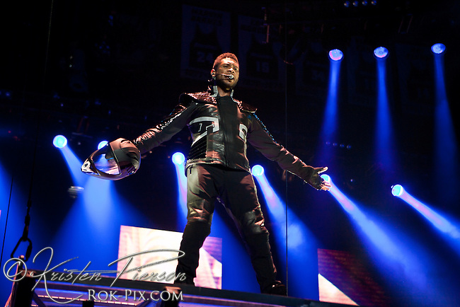 Usher OMG-Tour performing at the Dunkin Donuts Center in Providence, RI.