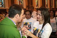 ATENÇÃO EDITOR: FOTO EMBARGADA PARA VEÍCULOS INTERNACIONAIS. – SÃO PAULO - SP - 27 DE OUTUBRO 2012 – MISSA 7º DIA DE CAROLINE SILVA LEE, a estudante de 15 anos vitima de latrocínio na madrugada de domingo (21), em Higienópolis, ocorreu hoje na Igreja São Luis, na Av Paulista – São Paulo. FOTO: MAURICIO CAMARGO / BRAZIL PHOTO PRESS.