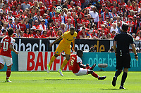 Michael Hector (Eintracht Frankfurt) klaert gegen Jhon Cordoba (1. FSV Mainz 05) - 13.05.2017: 1. FSV Mainz 05 vs. Eintracht Frankfurt, Opel Arena, 33. Spieltag