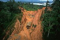 Garimpo de ouro próximo ao rio Xingu.<br /> Altamira, Pará, Brasil.<br /> Foto Paulo Santos