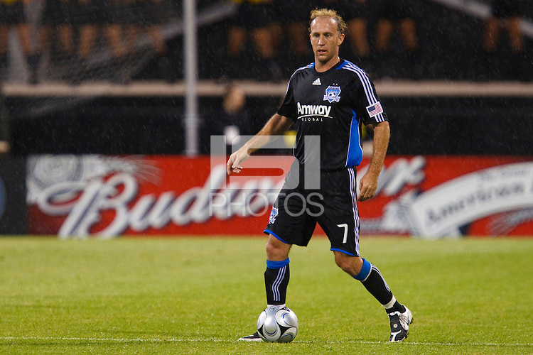 27 MAY 2009: #7 Simon Elliott of the San Jose Earthquakes in action during the San Jose Earthquakes at Columbus Crew MLS game in Columbus, Ohio on May 27, 2009. The Columbus Crew defeated San Jose 2-1