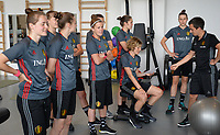 20170608 – TUBIZE , BELGIUM : illustration picture shows a part of the Red Flames team watching and listening during a fitness and physical session at the fitnessroom of the Belgian national women's soccer team Red Flames trainingscamp to prepare for the Women's Euro 2017 in the Netherlands, on Thursday 8 June 2017 in Tubize.  PHOTO SPORTPIX.BE | DAVID CATRY