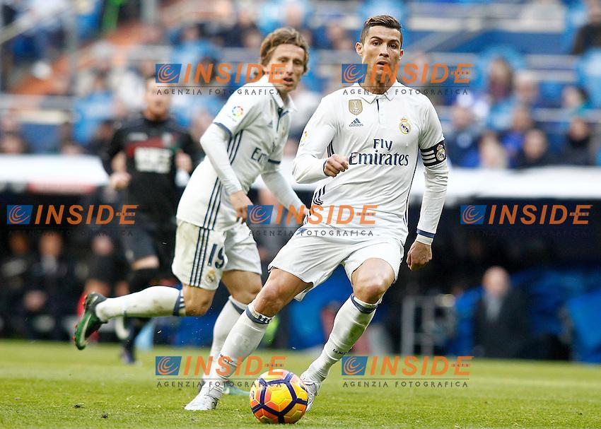 Real Madrid's Luka Modric (l) and Cristiano Ronaldo during La Liga match. January 7,2016. Madrid 07-01-2017 Stadio Santiago Bernabeu <br /> Real Madrid - Granada La Liga <br /> Foto Acero/Alterphotos/Insidefoto