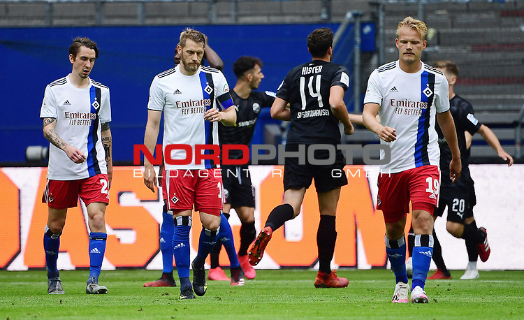 v.l. Adrian Fein, Aaron Hunt, Joel Pohjanpalo (HSV) nach dem 0:2<br />Hamburg, 28.06.2020, Fussball 2. Bundesliga, Hamburger SV - SV Sandhausen<br />Foto: VWitters/Witters/Pool//via nordphoto<br /> DFL REGULATIONS PROHIBIT ANY USE OF PHOTOGRAPHS AS IMAGE SEQUENCES AND OR QUASI VIDEO<br />EDITORIAL USE ONLY<br />NATIONAL AND INTERNATIONAL NEWS AGENCIES OUT