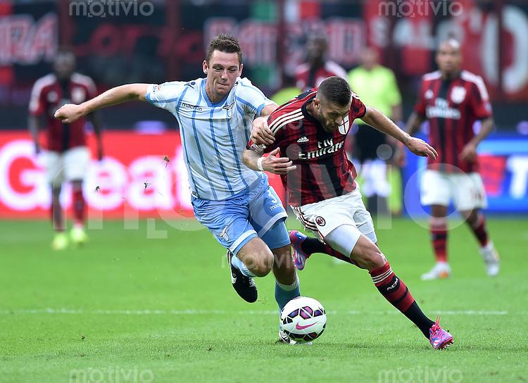FUSSBALL INTERNATIONAL   SERIE A   SAISON  2014/2015   01. Spieltag AC Mailand - Lazio Rom                      31.08.2014 Jeremy Menez (re, AC Mailand) gegen Stefan de Vrij (Lazio)
