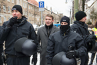 Demonstration in Dessau anlaesslich des 12. Todestages des Fluechtling Oury Jalloh, der am 7. Januar 2005 unter bislang nicht geklaerten Umstaenden in Polizeihaft, in der Zelle gefesselt, bei lebendigem Leib verbrannte.<br /> An der Demonstration beteiligten sich ca. 1.500 Menschen.<br /> Im Bild: Andre Poggenburg, AfD-Fraktionsvorsitzender im Landtag von Sachsen-Anhalt, betrachtete die Demonstration unter Polizeischutz.<br /> 7.1.2017, Dessau<br /> Copyright: Christian-Ditsch.de<br /> [Inhaltsveraendernde Manipulation des Fotos nur nach ausdruecklicher Genehmigung des Fotografen. Vereinbarungen ueber Abtretung von Persoenlichkeitsrechten/Model Release der abgebildeten Person/Personen liegen nicht vor. NO MODEL RELEASE! Nur fuer Redaktionelle Zwecke. Don't publish without copyright Christian-Ditsch.de, Veroeffentlichung nur mit Fotografennennung, sowie gegen Honorar, MwSt. und Beleg. Konto: I N G - D i B a, IBAN DE58500105175400192269, BIC INGDDEFFXXX, Kontakt: post@christian-ditsch.de<br /> Bei der Bearbeitung der Dateiinformationen darf die Urheberkennzeichnung in den EXIF- und  IPTC-Daten nicht entfernt werden, diese sind in digitalen Medien nach §95c UrhG rechtlich geschuetzt. Der Urhebervermerk wird gemaess §13 UrhG verlangt.]