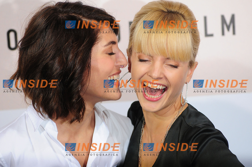 Third edition of the Rome International film festival<br /> Caterina Murino e Mena Suvari<br /> Photocall 'The Garden of Eden'<br /> Roma 26/10/2008<br /> Photo Luca Cavallari Insidefoto