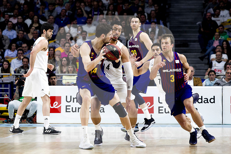 (L-R)Barcelona's Kyle Kuric, Real Madrid's Gustavo Ayon. Barcelona's Victor Claver. Real Madrid's Facundo Camapzzo and Barcelona's Kevin Pangos during Liga Endesa match between Real Madrid and FC Barcelona Lassa at Wizink Center in Madrid, Spain. March 24, 2019.  (ALTERPHOTOS/Alconada)
