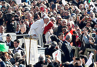 Papa Francesco bacia un bambino al suo arrivo per un'udienza ai fedeli appartenenti ai gruppi di preghiera di San Pio, in Piazza San Pietro, Citta' del Vaticano, 6 febbraio 2016.<br /> Pope Francis kisses a baby as as he arrives for an audience to Saint Pio of Pietrelcina's faithful in St Peter's Square at the Vatican, 6 February 2016.<br /> UPDATE IMAGES PRESS/Riccardo De Luca<br /> <br /> STRICTLY ONLY FOR EDITORIAL USE