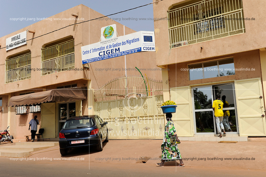 MALI, Bamako , CIGEM a European Union financed center for refugees and migration / CIGEM von der EU finanzierte Beratungsstelle fuer Migration , beraet Migranten und klaert ueber Gefahren von illegaler Migration auf