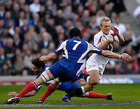 Twickenham, GREAT BRITAIN, Shane GERAGHTY, slip's, Dimitri YACHVILI's diving tackle, as he swerves to get round, Julien BONNAIRE, outstretched arm, during the England vs France Six Nations Rugby International at Twickenham Stadium England on Sunday 11.03.2007,  [Photo Peter Spurrier/Intersport Images]