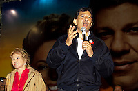 ATENCAO EDITOR: FOTO EMBARGADA PARA VEICULOS INTERNACIONAIS. SAO PAULO, SP, 22 SETEMBRO DE 2012 - ELEICOES 2012 - FERNANDO HADDAD - O canditado a prefeitura da cidade, Fernando Haddad (PT), junto com o Senador Eduardo Matarazzo Suplicy, a Ministra da Cultura Marta Sucplicy e o ministro da Justica, Jose Eduardo Martins Cardoso, participam de comicio no bairro do Jacana, na zona norte da cidade, nesta noite de sabado (22) . RICARDO LOU - BRAZIL PHOTO PRESS