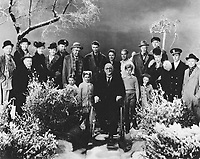 It's a Wonderful Life (1946)<br /> Behind the scenes photo of James Stewart, Larry Simms, Lionel Barrymore, Thomas Mitchell, Donna Reed, Ward Bond, Gloria Grahame, Frank Capra, Hb Warner, Frank Faylen, Lillian Randolph, William Edmunds, Todd Karns, Charles Williams, Henry Travers, Harry Holman, Sarah Edwards, Carol Coombs, Karolyn Grimes &amp; Jimmy Hawkins<br /> *Filmstill - Editorial Use Only*<br /> CAP/KFS<br /> Image supplied by Capital Pictures