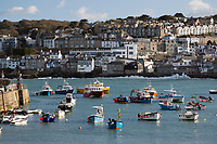 United Kingdom, England, Cornwall, St Ives: harbour with fishing boats from Smeatons Pier | Grossbritannien, England, Cornwall, St Ives: Hafen mit Fischerbooten