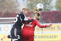 Saskia BArtusiak (FFC) gegen Clara Schöne (Bayern) - 1. FFC Frankfurt vs. FC Bayern München