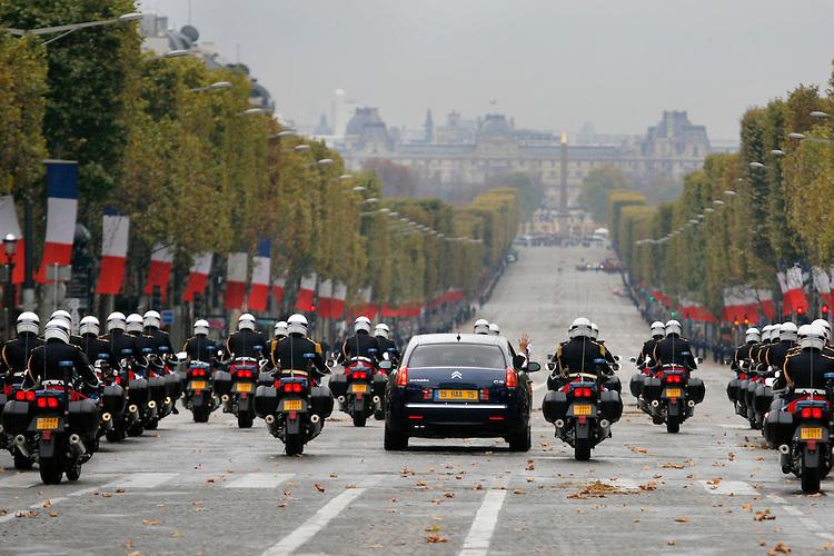 France, Paris. Ceremonie nationale du 11 Novembre, sous l'Arc de triomphe. Jacques Chirac, President de la Republique. Samedi 11 novembre 2006 - ©Jean-Claude Coutausse / french-politics