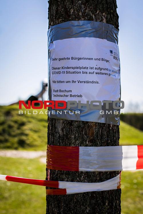 22.03.2020, Bochum, Westpark<br /> <br /> im Bild   picture shows:<br /> <br /> abgesperrter Spielplatz im Bochumer Westpark,  <br /> <br /> Foto © nordphoto / Rauch