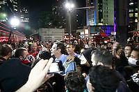 SAO PAULO, SP, 01.08.2013 MANIFESTAÇÃO AMARILDO / FORA ALCKEMIN - Reporter é expulso da manifestação na Av Paulista durande o ato contra o governador Geraldo Alckemin e em apoio ao Rio de Janeiro com o desaparecimento do Pedreiro Amarildo na noite dessa quinta-feira (1)  (Foto: Marcelo Brammer / Brazil Photo Press)