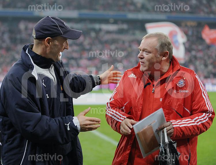 Fussball 1. Bundesliga   Saison   2009/2010  18. Spieltag  15.01.2010 FC Bayern Muenchen  - 1899 Hoffenheim Co Trainer Peter Zeidler (li, Hoffenheim) und FC Bayern Co Trainer Hermann Gerland