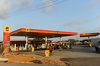 ANGOLA Luanda, fuel station of Sonagol, the national oil company / ANGOLA Luanda, Tankstelle von Sonangol, die nationale Oelgesellschaft