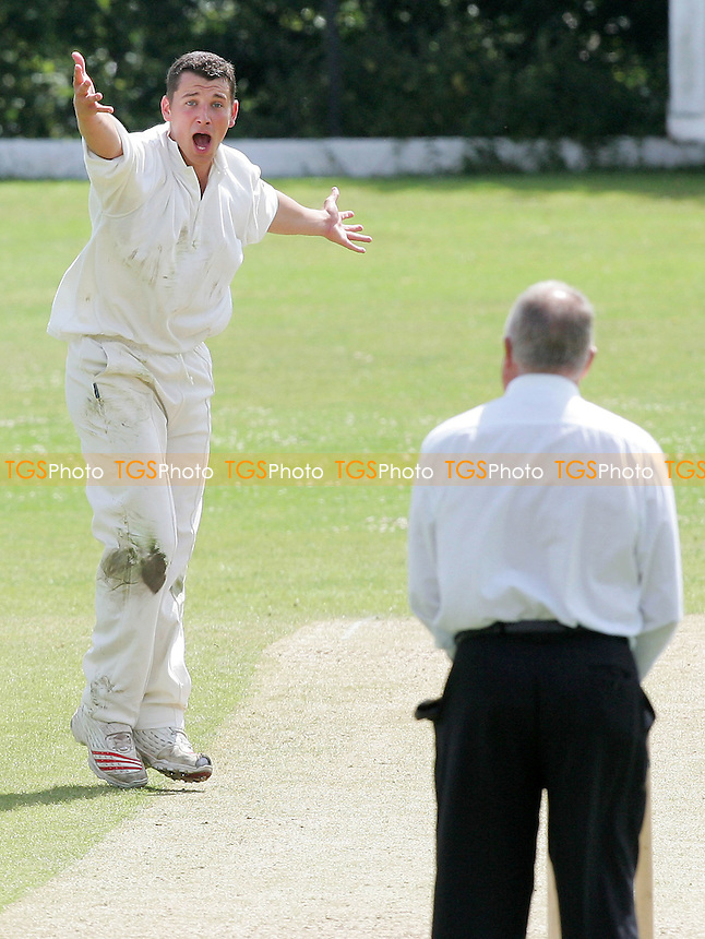 J McNally of Upminster appeals for a wicket - Wanstead CC vs Upminster CC - Evening Standard Trophy - 22/07/07 - MANDATORY CREDIT: Gavin Ellis/TGSPHOTO - SELF-BILLING APPLIES WHERE APPROPRIATE. NO UNPAID USE. TEL: 0845 094 6026..